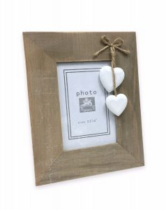 wooden-frame-with-hearts